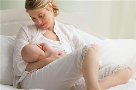 17927220_Caucasian_mother_breast_feeding_baby_boy_2785702.limghandler