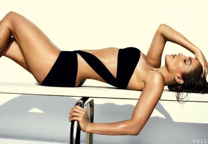 Jennifer-Lopez-Mario-Testino-Photoshoot-for-Vogue-US-June-2012-1-690x480