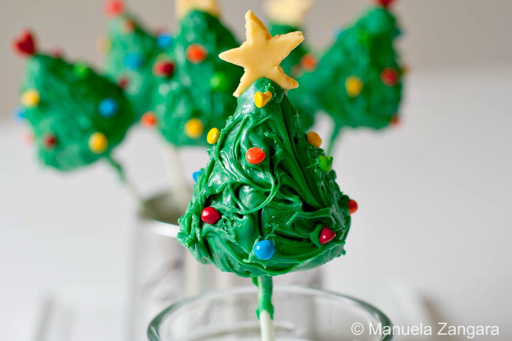 2-Christmas-Tree-Cake-Pops-5-1-of-1