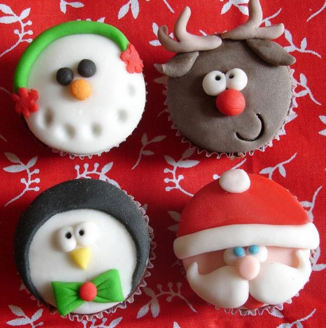Christmas theme cupcakes in Snowman_ Reindeer_ Penguin and Santa face