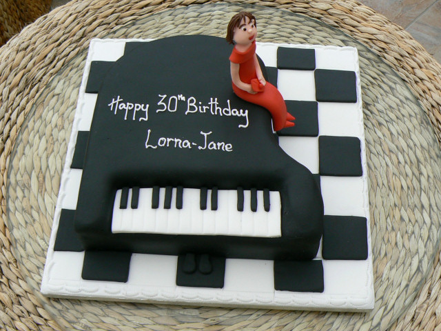 grand_piano_30th_birthday_cake_lg