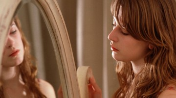 woman-looking-mirror