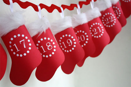 Hanging-Paper-Advent-Stocking-Calendar