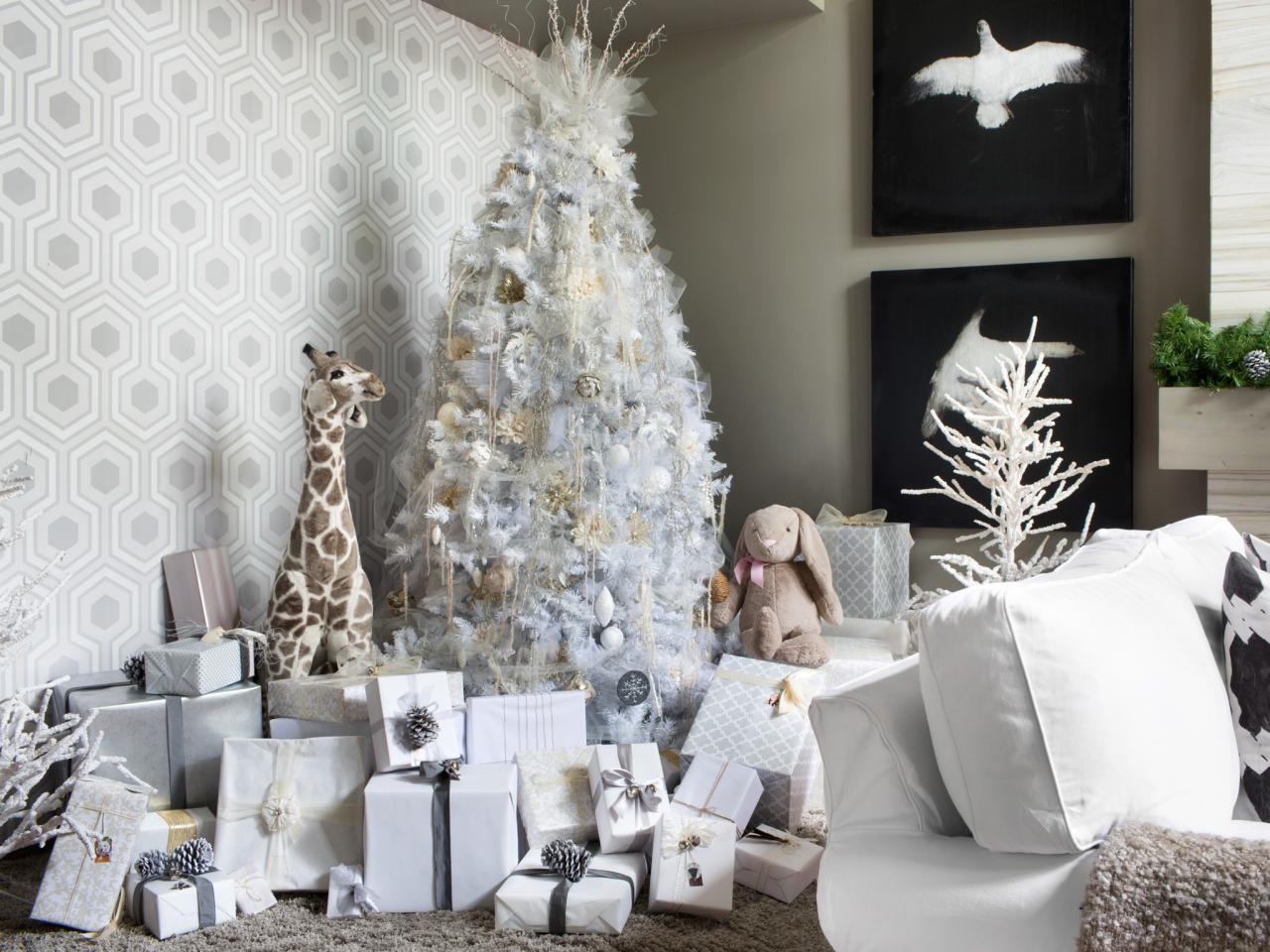 BPF_holiday-house_interior_all_white_christmas_tree_beauty_h.jpg.rend.hgtvcom.1280.960