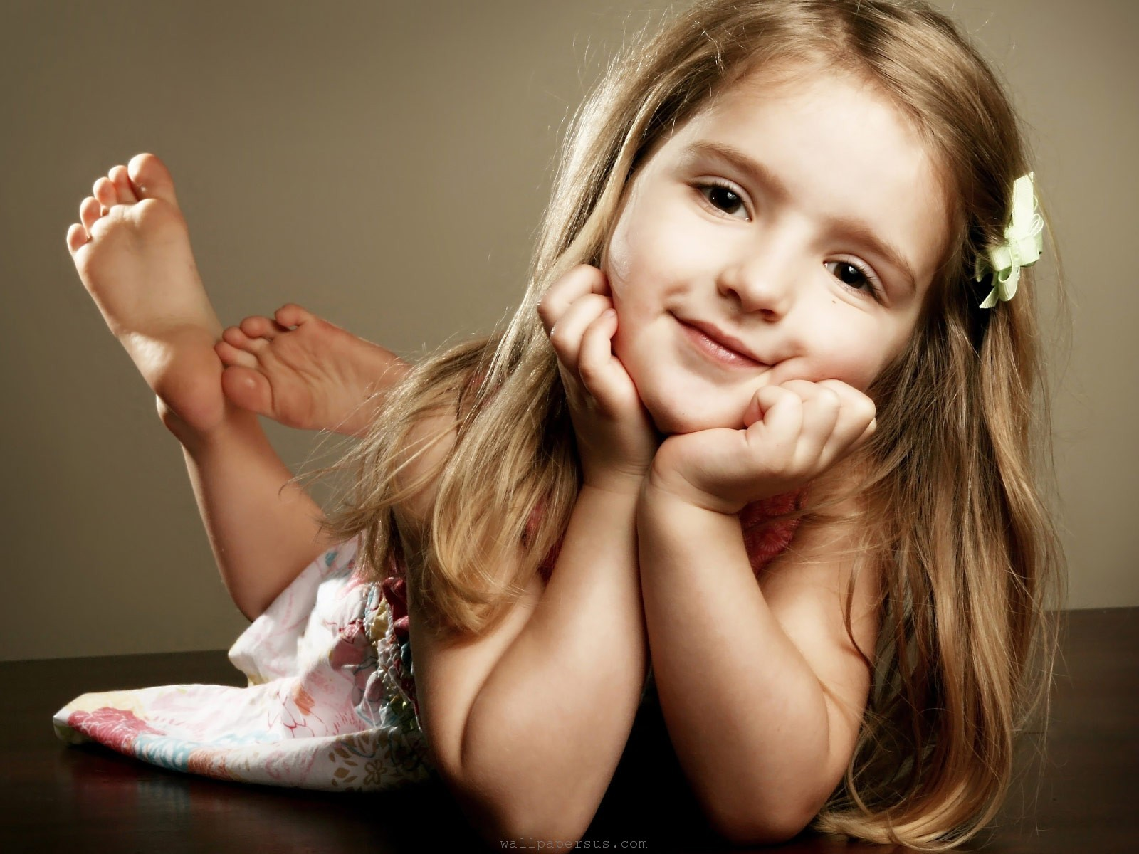 6924728-little-girl-smile