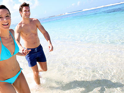 Couple-running-beach_660