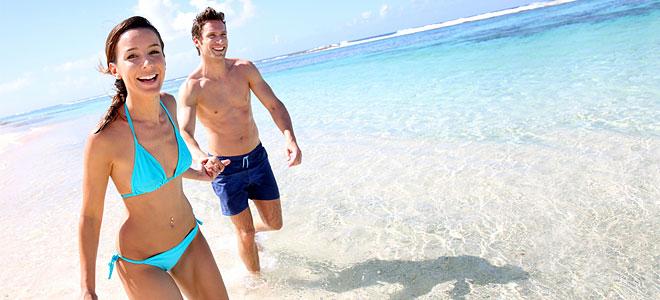 Couple-running-beach_660
