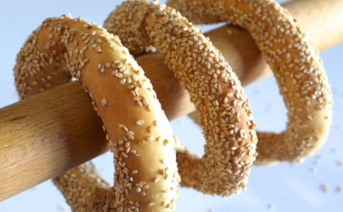 Greek-Sesame-Bread-rings-recipe-Koulouri-Thessalonikis-1-800x600