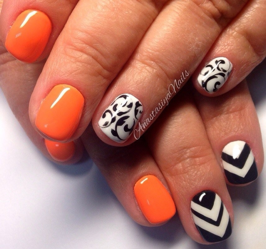 Orangy-Nail-Art-On-Eid-2016-e1466085128893