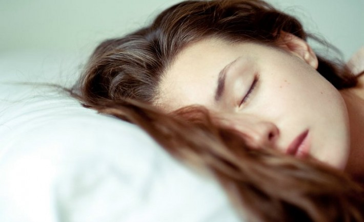 hair-sleeping-on-pillow-710x434