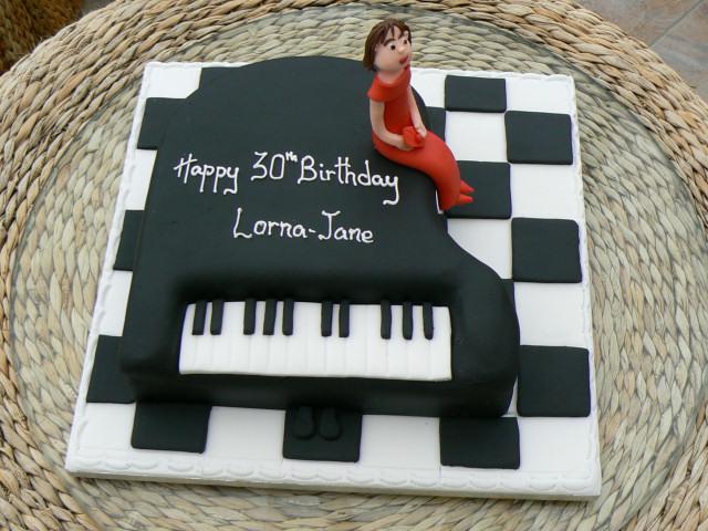 grand_piano_30th_birthday_cake_lg