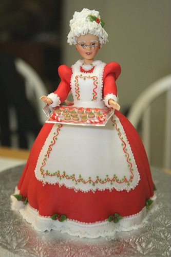 20-Inspirational-Christmas-cake-Ideas-this-winter-Barbie-as-Santa