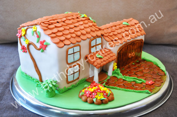 novelty-house-cake