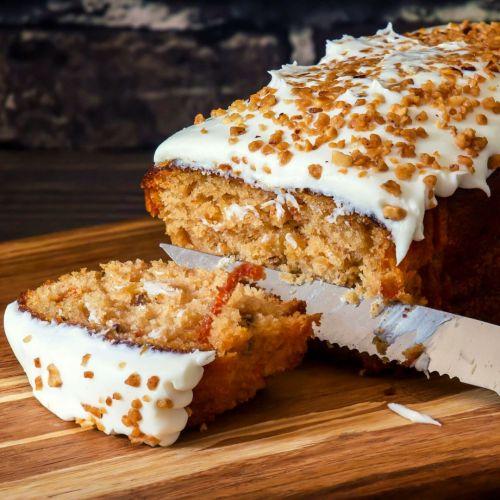 https://recipesofholly.com/carrot-cake-banana-bread/